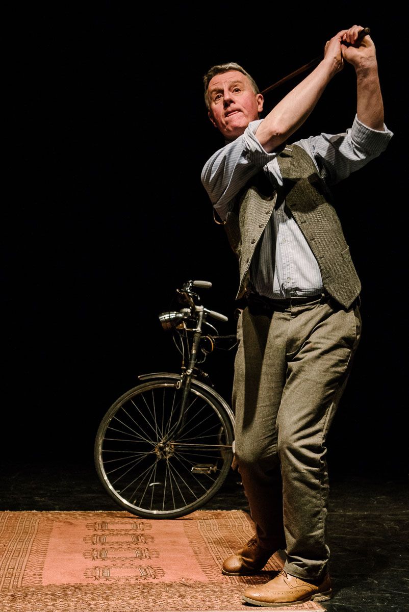 Golf. Leaf by Niggle, April 2016, Puppet State Theatre Company. Photo by Brian Hartley.