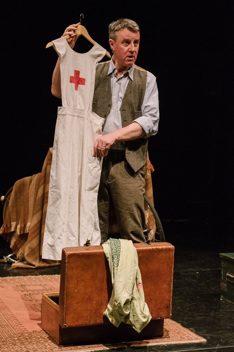 Apron. Leaf by Niggle, April 2016, Puppet State Theatre Company. Photo by Brian Hartley.